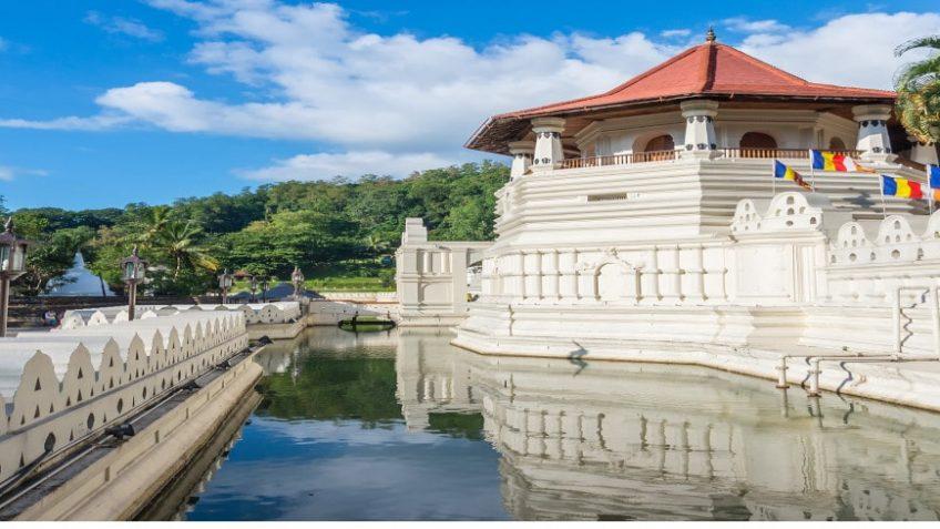 kandy temple lake-min