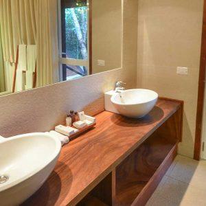 Resort & Spa bathroom-min
